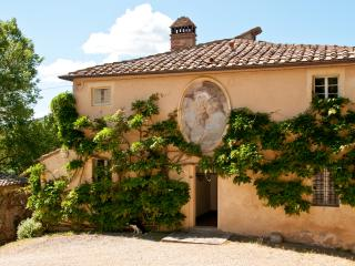 Elegant Farmhouse with a Private Pool and Cook Service in Tuscany - Villa Giardino, Sovicille