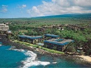 Kona Reef zit rechts aan de kust