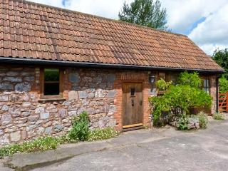 HIGH PARK FARM, barn conversion, courtyard garden, pet friendly, romantic retreat, in Uffculme, Ref 14205