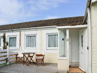 PRIMROSE COTTAGE, detached, single storey cottage, romantic retreat, beach close by, in Beadnell, Ref 17390