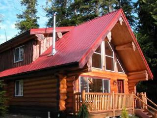 Willowbrae Chalet / Hot Tub / Walk to Beach, Ucluelet