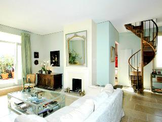 Splendid Trocadero 3 bedroom Penthouse, 5 sleeps, Paris