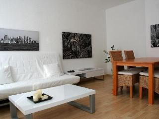 Vacation Apartment in Leipzig - 753 sqft, comfortable, modern, free WIFI (# 2908)