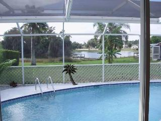 Villa Aurora 3/2 lake view, quiet Ft Myers area, Lehigh Acres