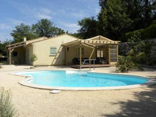 Villa Forza - Spacious villa with private swimming pool, Cornillon