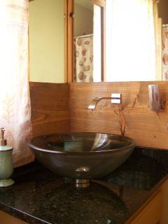 2nd level bathroom