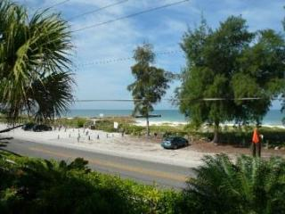 SAVE $400/wk!Steps to beach-Dock SERENE WiFi Bikes, Bradenton Beach