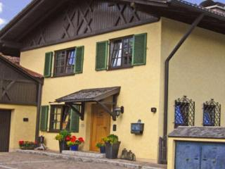 Vacation Apartment in Oberammergau - 409 sqft, newly furnished, comfortable, relaxing (# 2921)