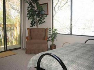 sitting room with futon