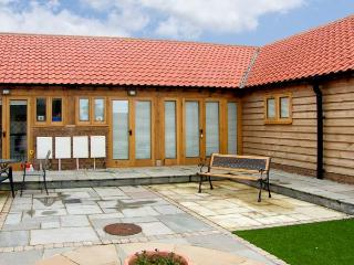 5c HIDEWAYS, attractive cottage minutes from beach, open plan living, ideal touring base in Hunstanton Ref 8745