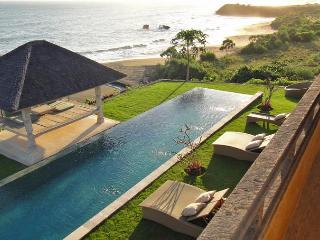 Breath-Taking views, Beachfront Luxury 6BR villa