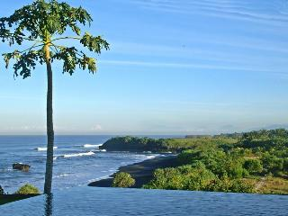 Breath-Taking views, Beachfront Luxury 2BR villa