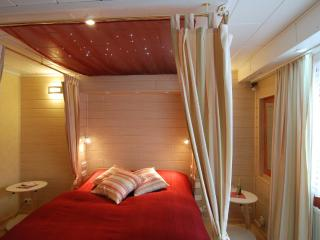Star ceiling over the bed, reading lights, romantic candles
