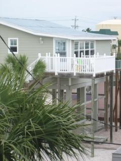 Sunrise Beach Cottage - Deck Facing Beach
