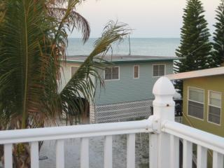 Sunrise Beach Cottage - Steps to Times Square!