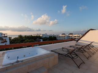 Monarch by the Sea (6300) - Duplex Penthouse, Rooftop Jacuzzi, Awesome Ocean Views, Cozumel