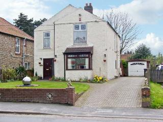 INGLESIDE, detached house, with three double bedrooms, enclosed garden, hot tub, in Holt, Ref 16007