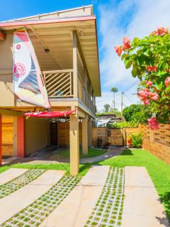 Paia Surf upper lanai and lower gate to Makai bedroom