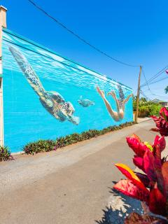 Mural by Robena leading to Paia Surf house