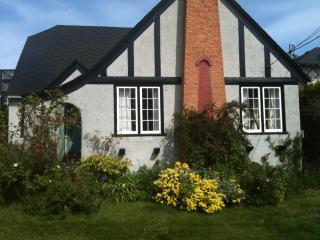Summer heritage home FAIRFIELD nr ocean, Victoria