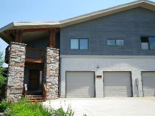 Blue Sky Chalet ~ 4 Bedrooms/3.5 Baths