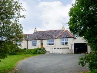 ALYNFA ground floor, family friendly, open fire in Rhosneigr Ref 14096