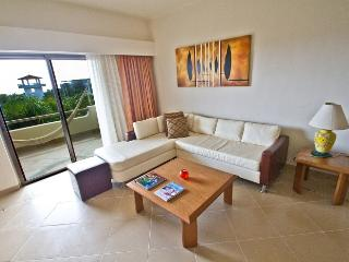 Riviera Maya Suites 3 Bedroom apartment with garden view.On downtown.Free wifi., Playa del Carmen
