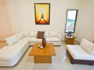 Palmar del Sol 104. 3 bedroom apartment with pool view.On downtown, Playa del Carmen