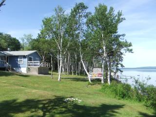 Captains Cottage, waterfront Bras d'Or Lake