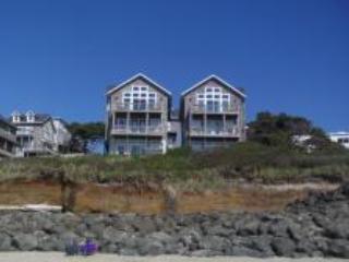Oceanfront for 4/6 Large Hot Tub, King Bed, Pups Welcome, Oregon Coast