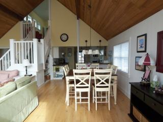 Honeysuckle Cottage - 3 BR, 2 B, Sleeps 9, Hot Tub