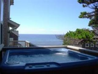 Watch the Waves  2 + BR, King Beds, Hot Tub, Flat Screen TV's, Lincoln Beach