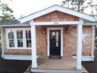 Cozy Beach Bungalow, Steps to Beach, Hot Tub, King Bed, Lincoln Beach