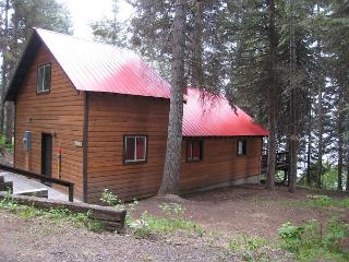 Beth's Lakeside- Charming Cabin on Payette Lake with Private Dock, McCall