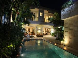 JUST 100M FROM JL OBEROI, SPACIOUS INTERIORS, Seminyak