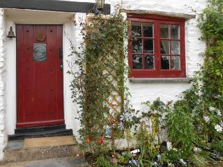 TUCKERMARSH RIVER COTTAGE 2, river frontage, jetty, woodburning stove in Bere Al