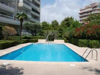 Golden Gate 1 Bedroom Cannes Flat with a Pool and Balcony