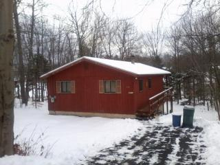 Secluded Lakefront Getaway - SUMMER Special ! LAKEFRONT WEEKS - Only $1150.oo !!