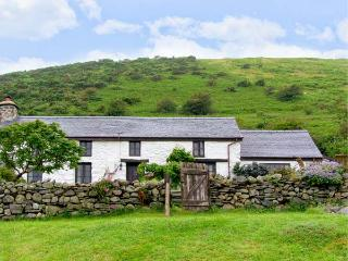 NANT-Y-PWL, family friendly, luxury holiday cottage, with a woodburner in Bryncrug, Ref 16996