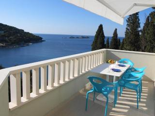 Acqua - Modern 2BR with Amazing Views and Parking!, Dubrovnik