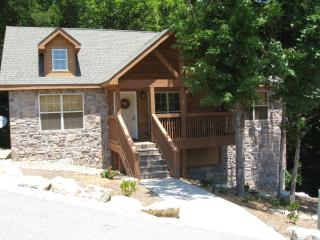 Beautiful, Cozy Cabin in Gated Golf Community, Branson