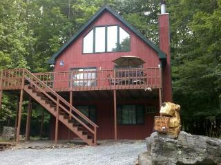 Hideout Poconos Rental One Block from Beach,Ski, Lac Ariel