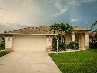 """Abilene Villa"" Serene Gulf Access Pool Home, Cape Coral"