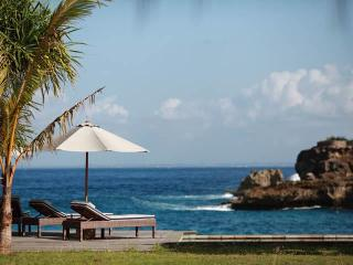 Driftwood - the ultimate in Beach House chic, Nusa Lembongan
