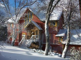 Yellowstone Lodge - Classic Arrowhead Retreat, Lake Arrowhead