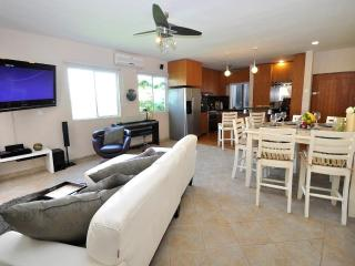 HSJB4 -Amazing one bedroom one Block from 5th Ave, Playa del Carmen