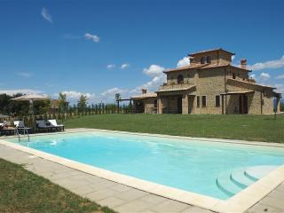 Large Farmhouse in Umbria for a Group - Casa Lago, Castiglione del Lago