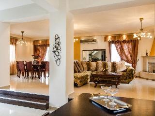 Villa on Crete within Walking Distance to Beach and Shops - Villa Stavromenos