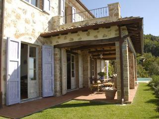 Villa in Tuscany Near the Coast and Walking Distance to Village - Villa Ponente, Valdicastello Carducci