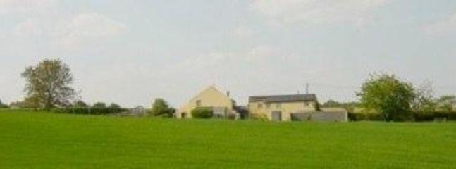 the NOUS HÔTES cottage surrounded by fields
